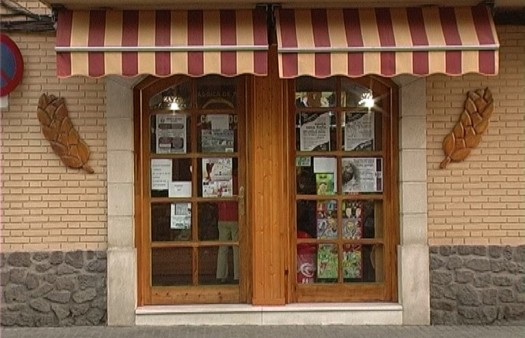 Fachada de Horno-Despacho Panadería Coronado